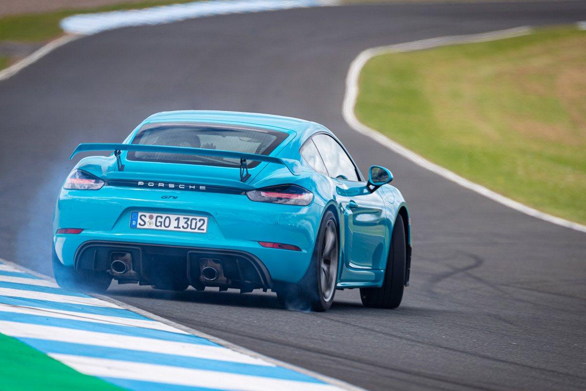 New-Porsche-Cayman-GT4-2019-review-3