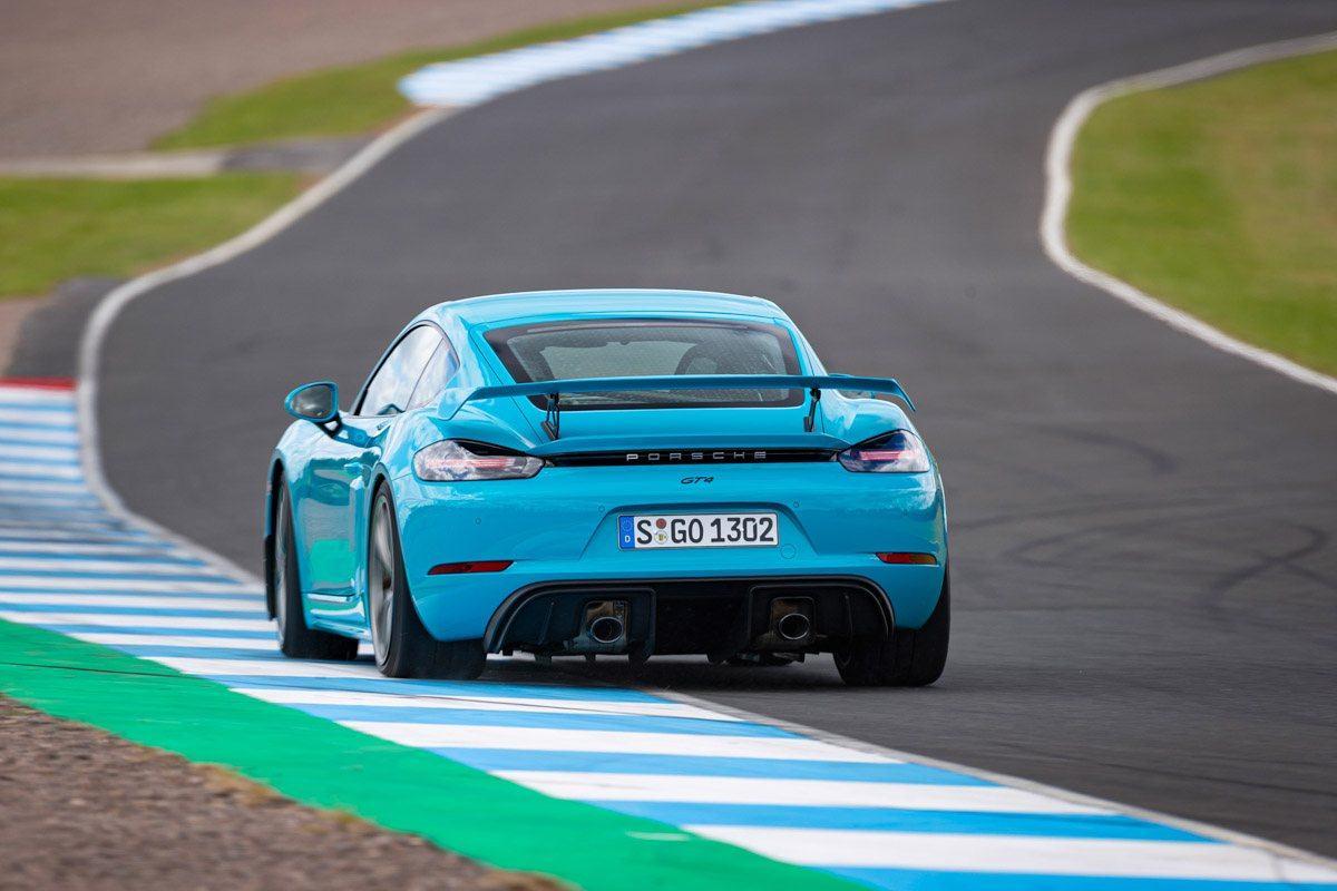 New-Porsche-Cayman-GT4-2019-review-12