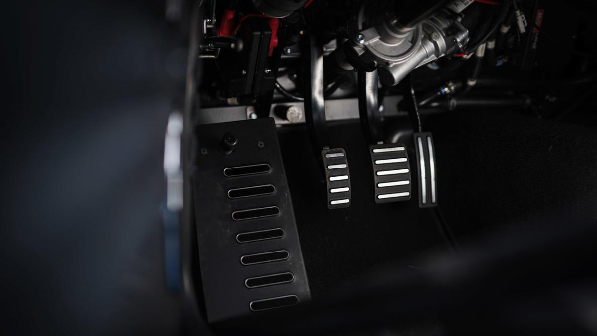 P1800-Cyan-Racing-restomod-11