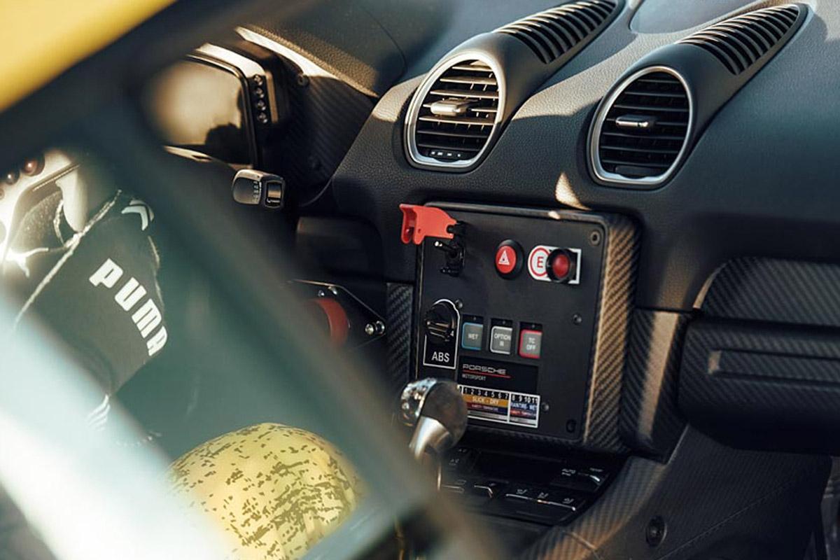 Porsche 718 Cayman GT4 Clubsport -3