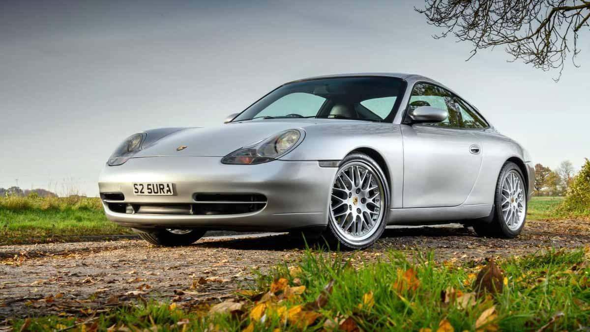 Porsche-911-Carrera-996-1