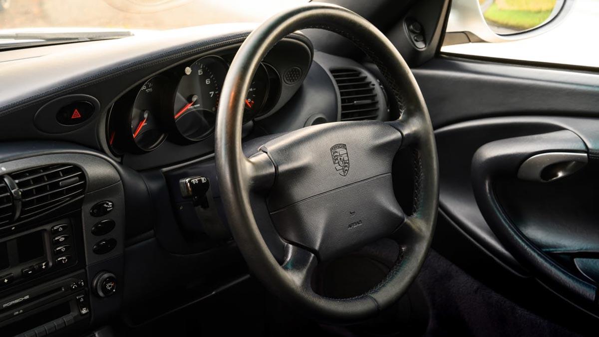 Porsche-911-Carrera-996-13