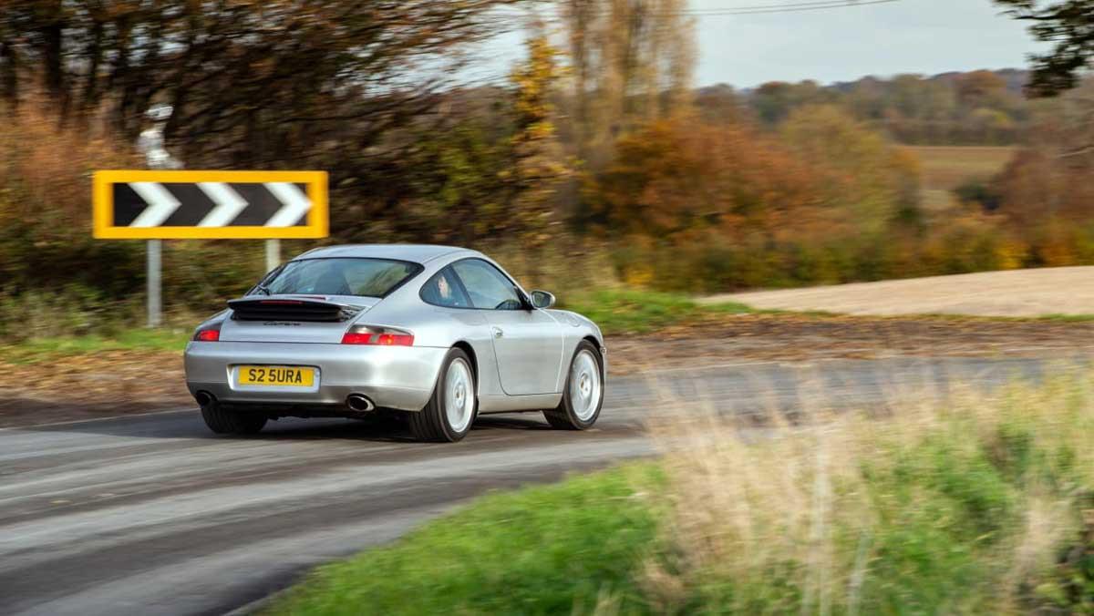 Porsche-911-Carrera-996-6