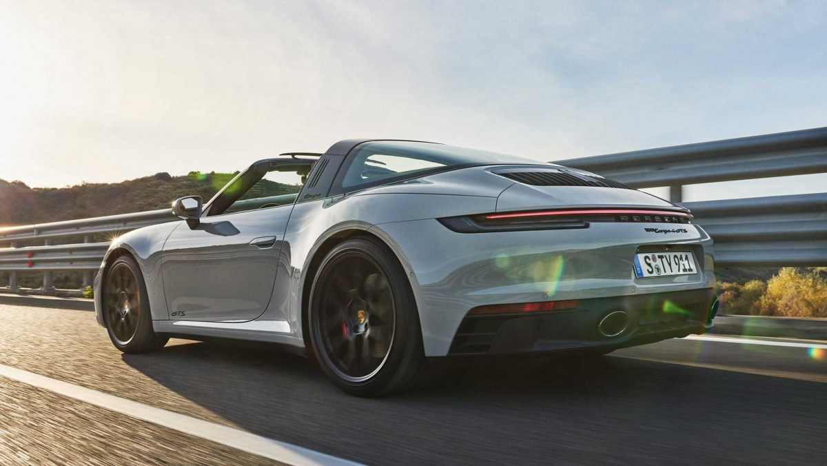 Porsche-911-Carrera-GTS-3