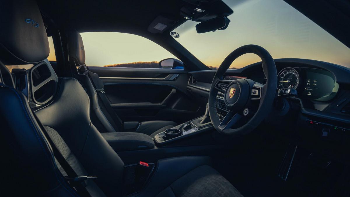 Porsche-911-GT3-2021-10
