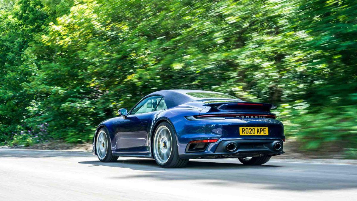 Porsche-911-Turbo-S-Cabriolet-2