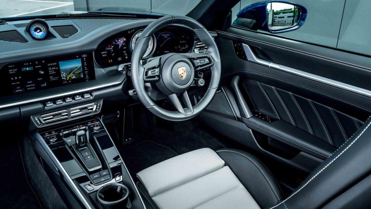 Porsche-911-Turbo-S-Cabriolet-4