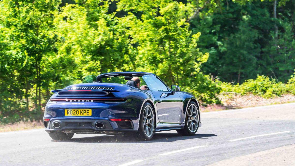 Porsche-911-Turbo-S-Cabriolet-9