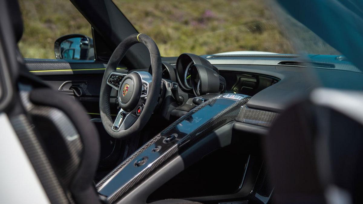 Porsche-918-Spyder-review-14