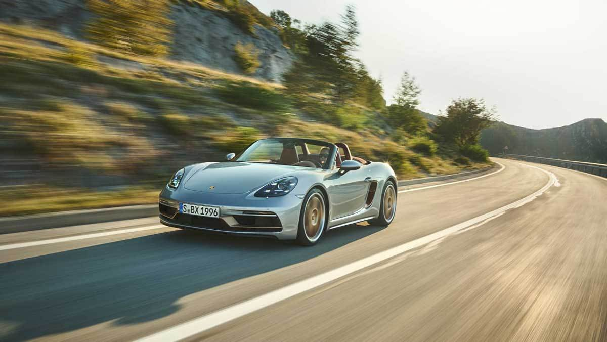 Embargo_23_01_GMT_12_January_2021_Porsche_Boxster_25_Years_front_tracking
