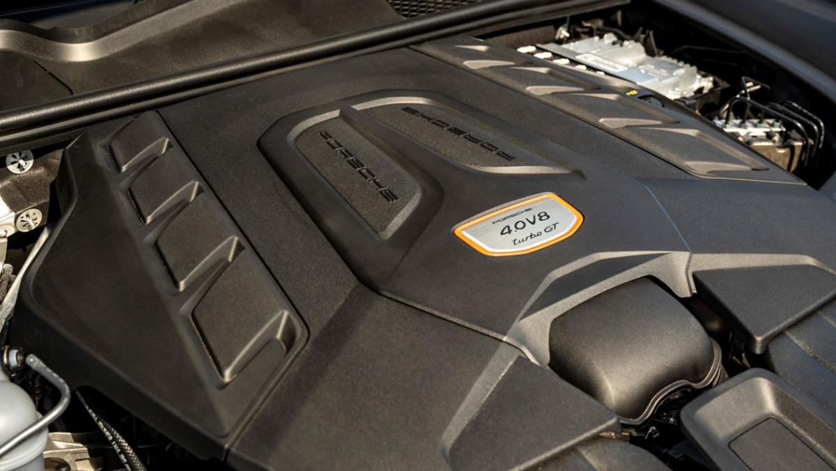Porsche-Cayenne-Turbo-GT-10