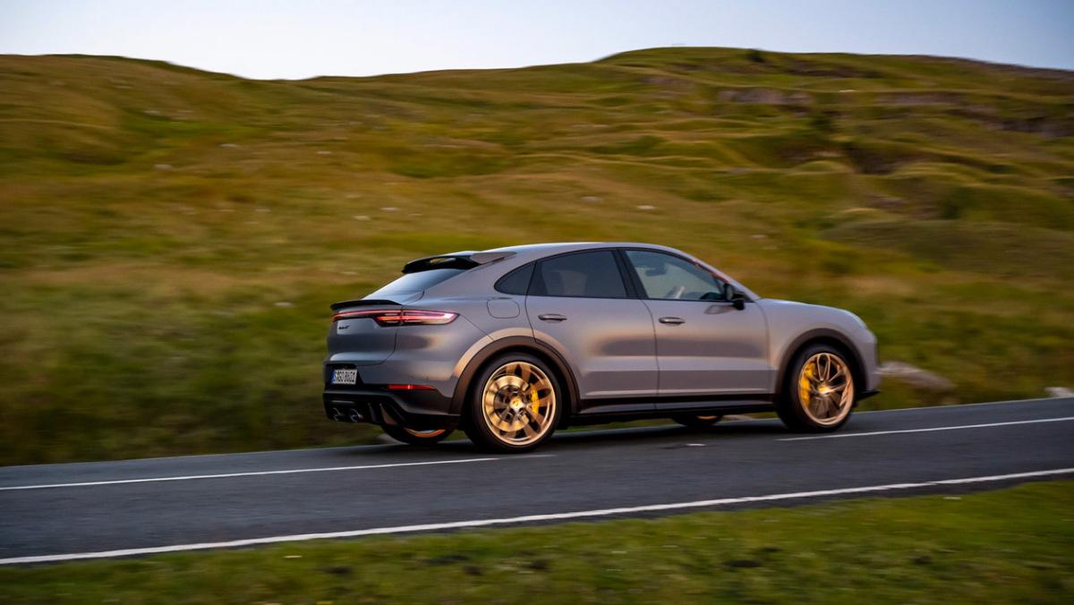 Porsche-Cayenne-Turbo-GT-18