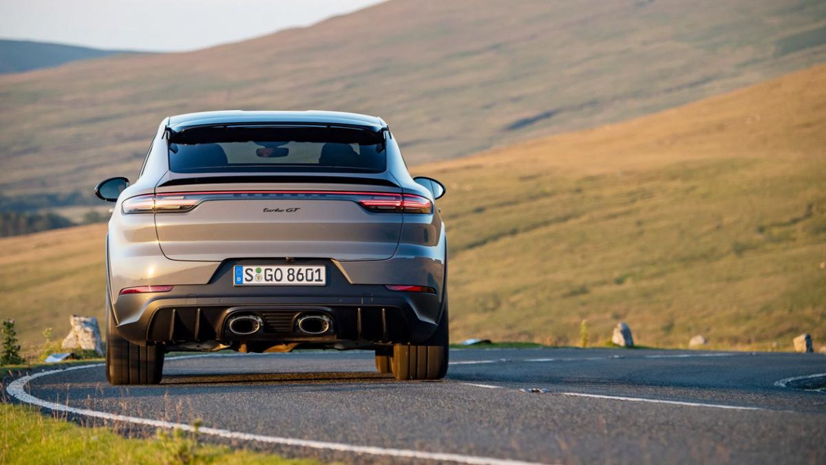 Porsche-Cayenne-Turbo-GT-19