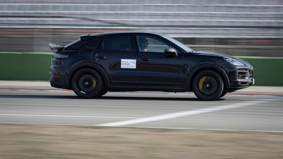 Porsche-Cayenne-Turbo-S-Coupe-3