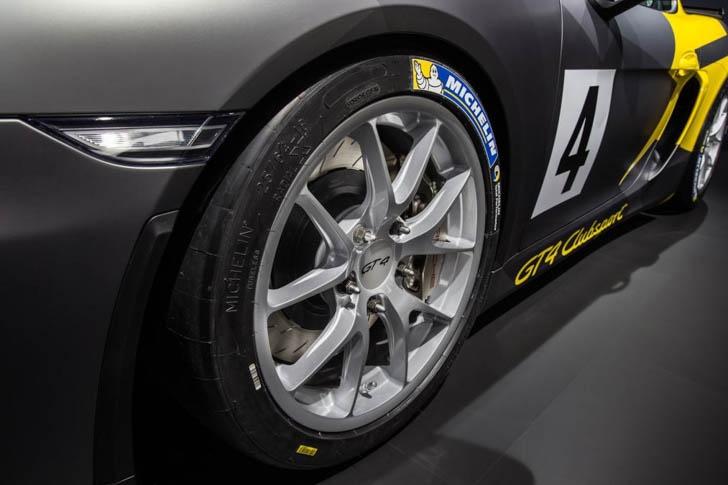 Porsche Cayman GT4 Clubsport-12