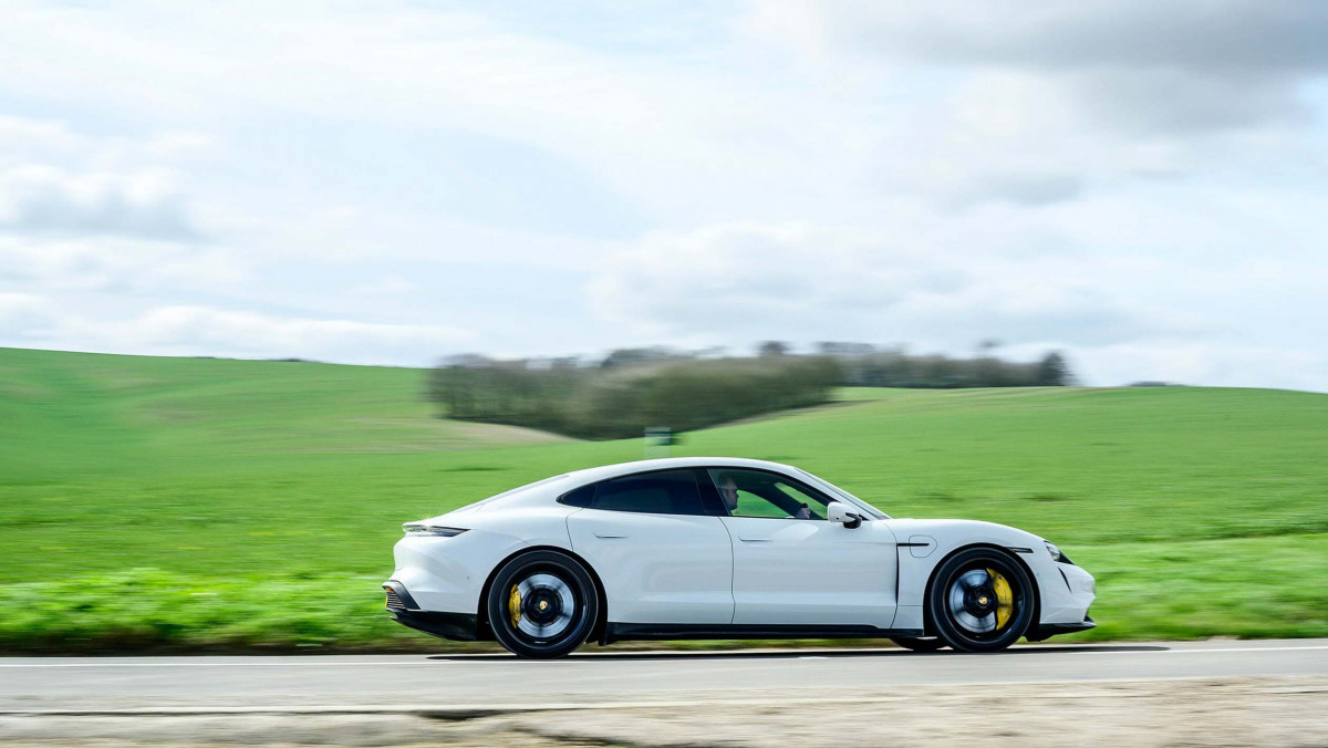 Porsche-Taycan-review-18