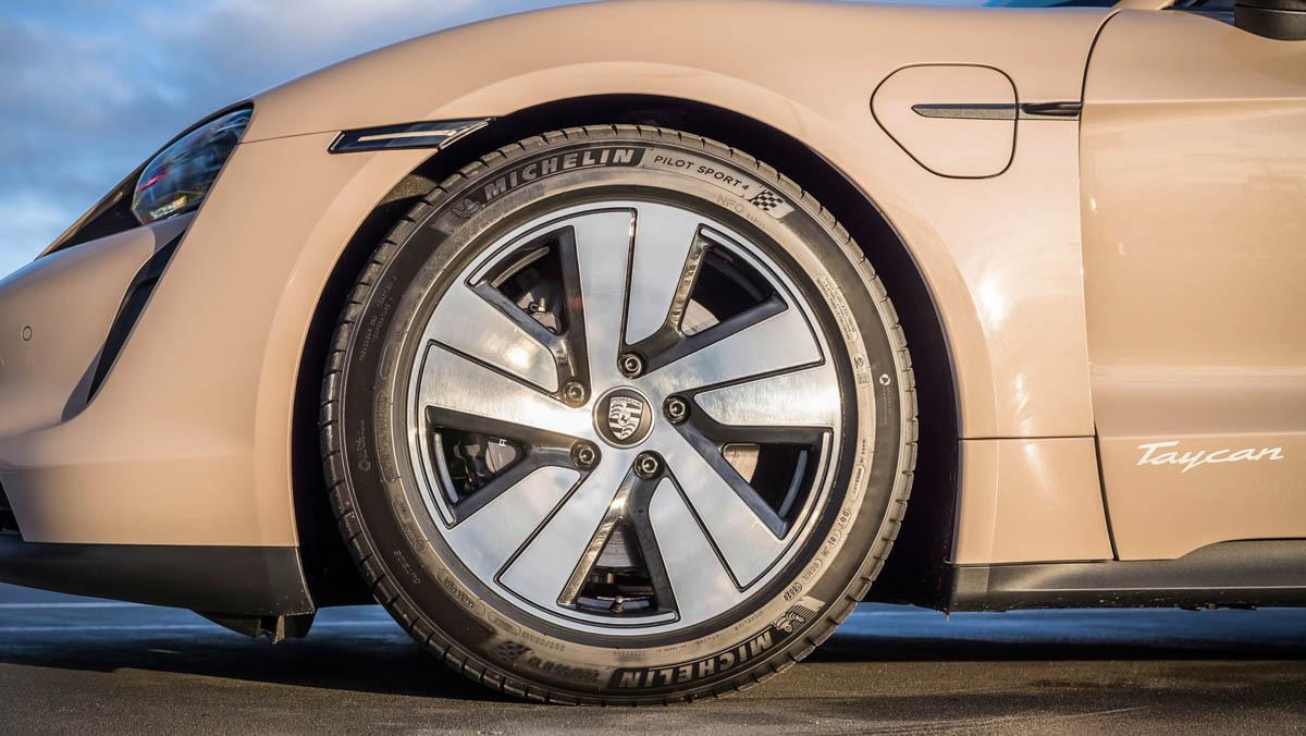 Porsche-Taycan-RWD-3