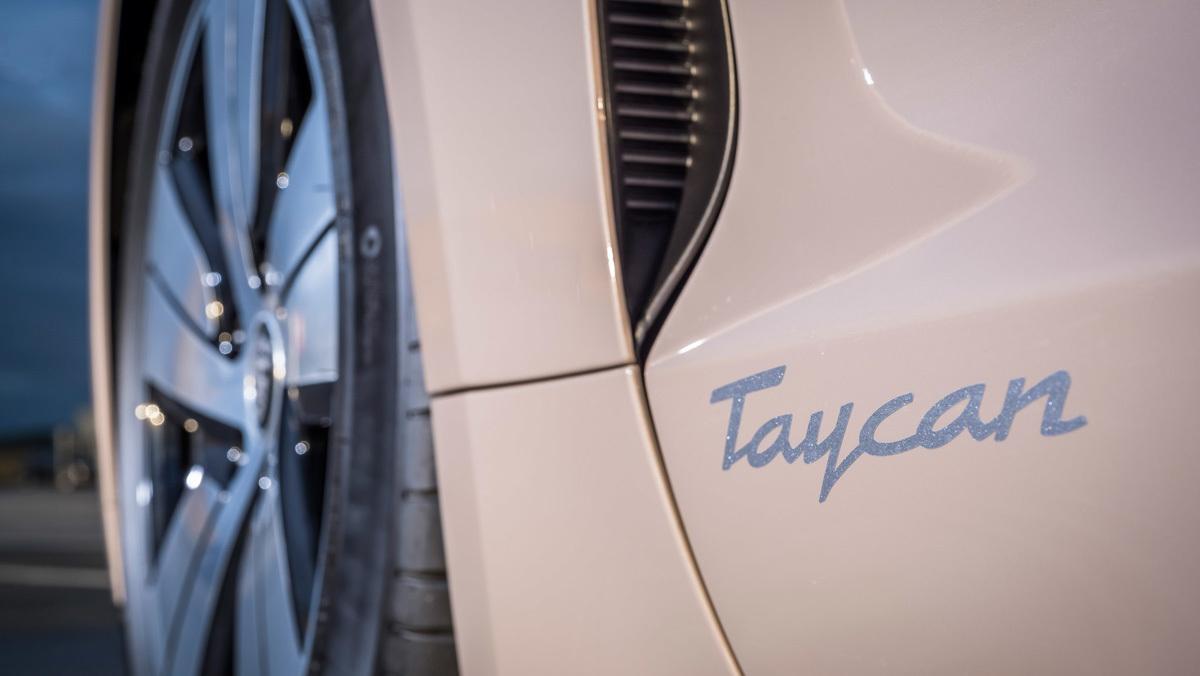 Porsche-Taycan-RWD-4