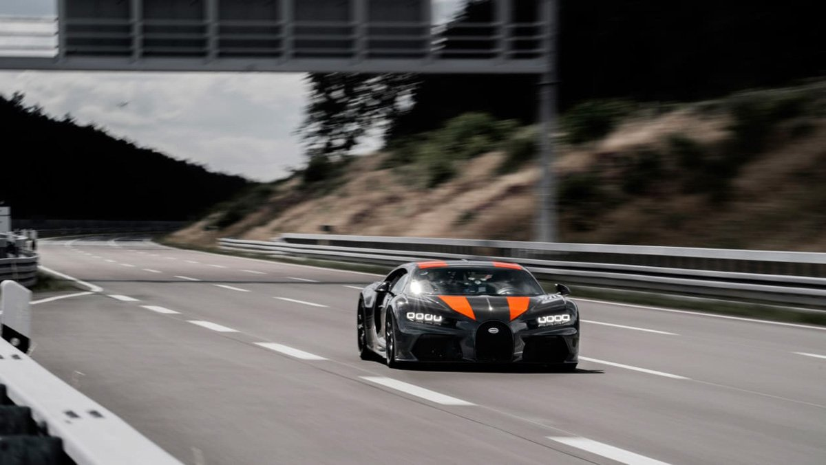 Prototype-Bugatti-Chiron-breaks-5
