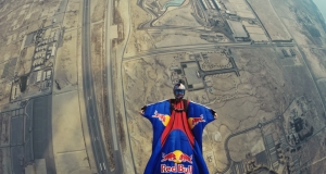 Red Bull Bahrain. Sommer \'wing-suit\'