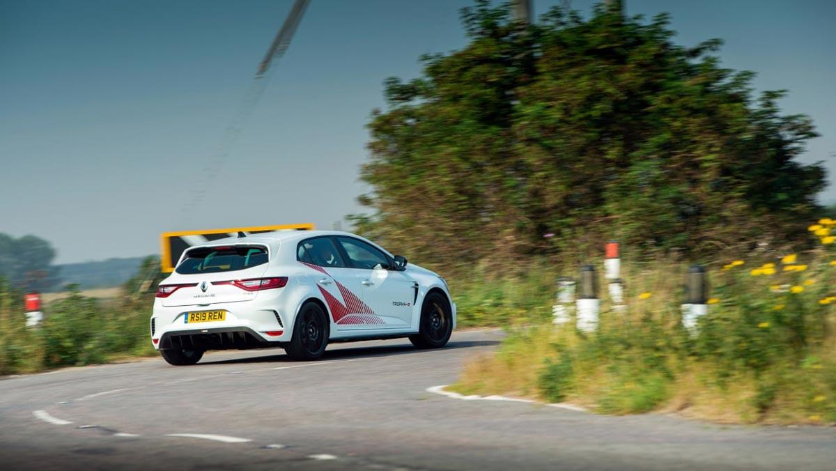 Renault-Megane-RS-Trophy-R-8