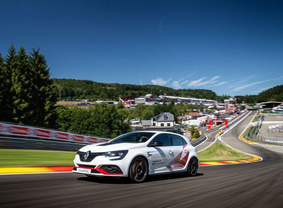 Renault-Megane-RS-Trophy-R-3