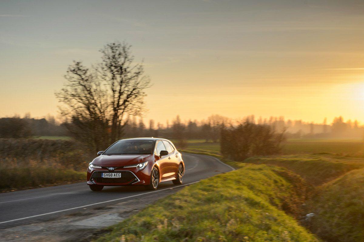 2019-Toyota-Corolla-hybrid-hatch-1