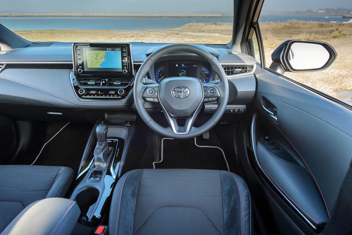 2019-Toyota-Corolla-hybrid-hatch-3