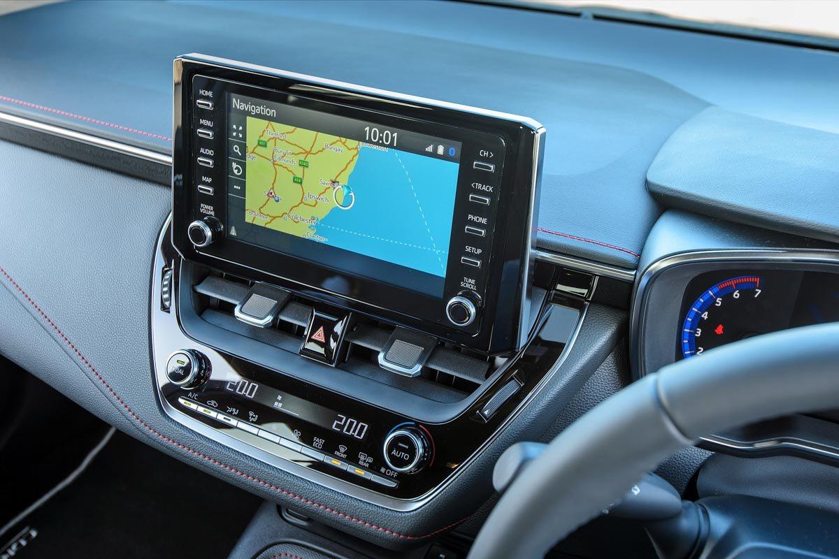 2019-Toyota-Corolla-hybrid-hatch-7