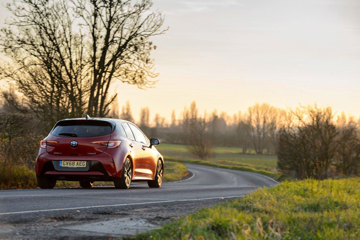 2019-Toyota-Corolla-hybrid-hatch-2