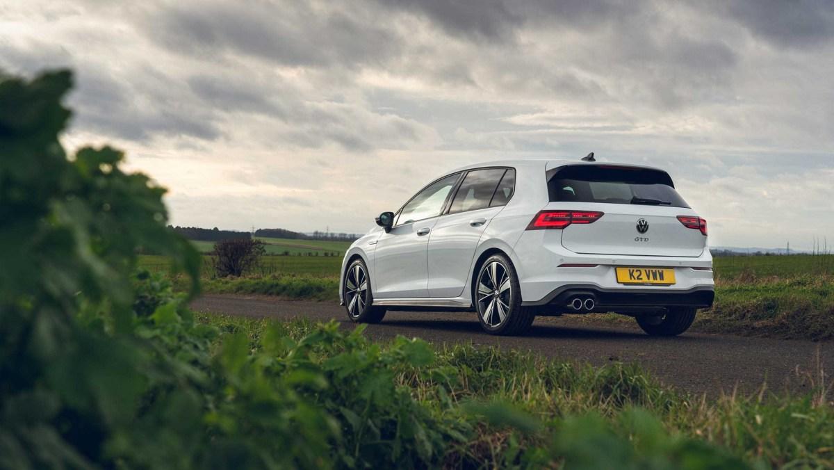 Volkswagen-Golf-GTD-2021-13