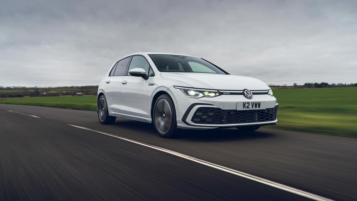 Volkswagen-Golf-GTD-2021-14