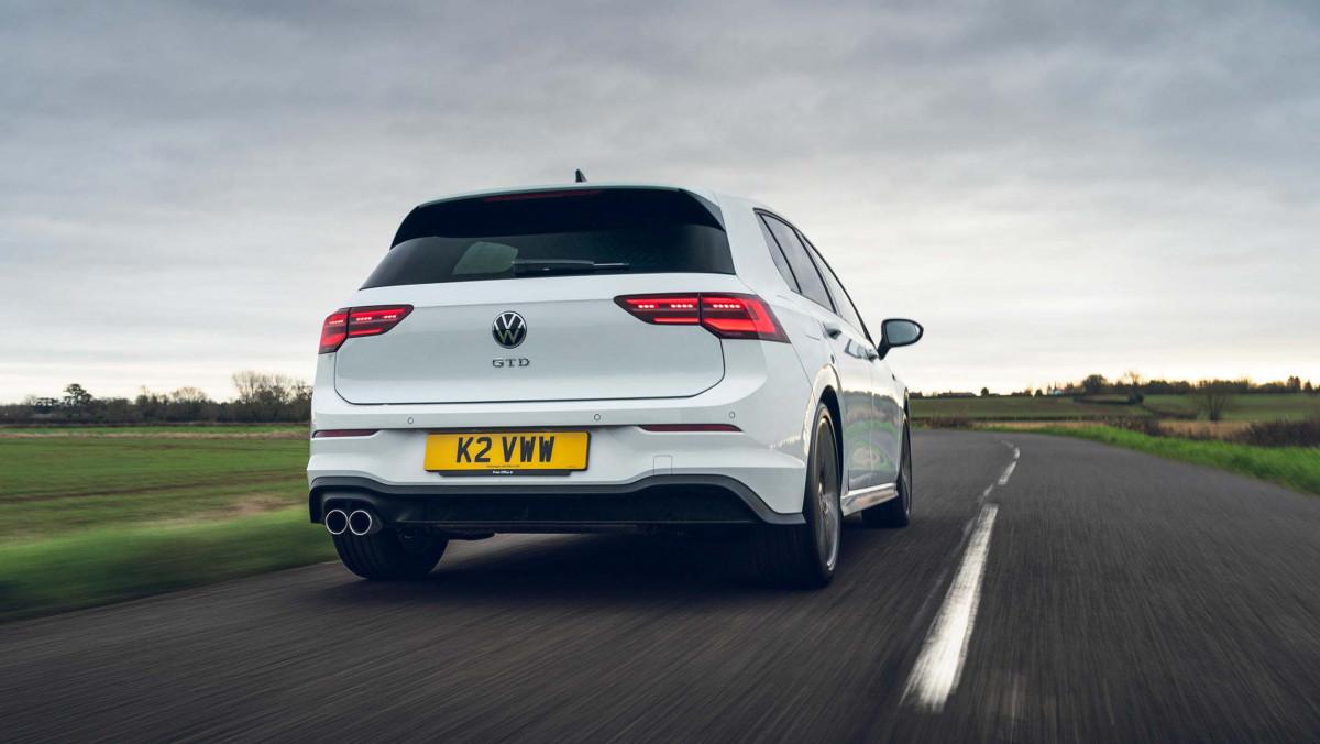 Volkswagen-Golf-GTD-2021-15