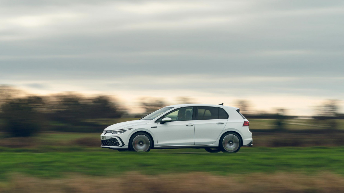 Volkswagen-Golf-GTD-2021-17