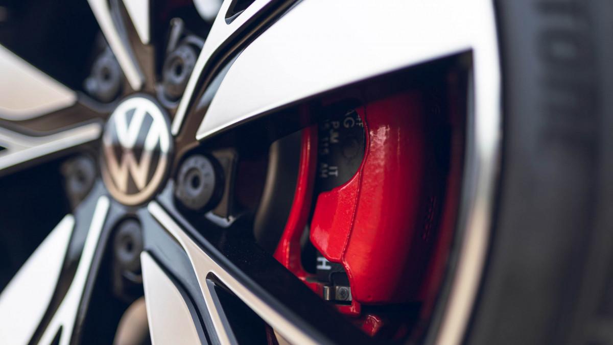 Volkswagen-Golf-GTD-2021-19