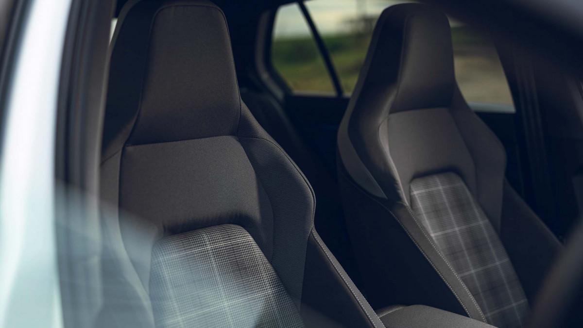 Volkswagen-Golf-GTD-2021-21