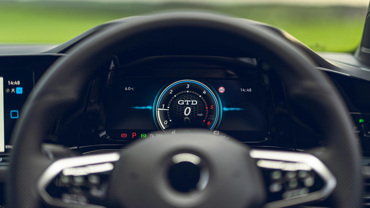 Volkswagen-Golf-GTD-2021-23