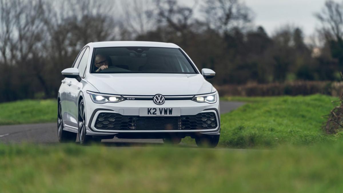 Volkswagen-Golf-GTD-2021-4