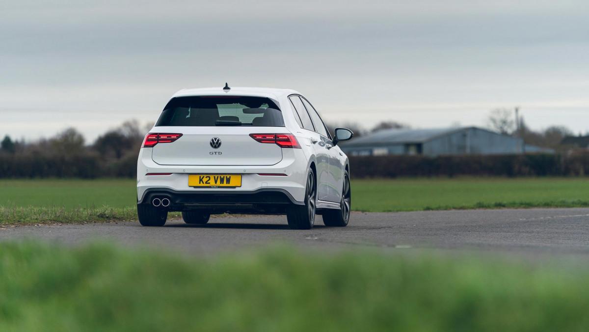 Volkswagen-Golf-GTD-2021-5