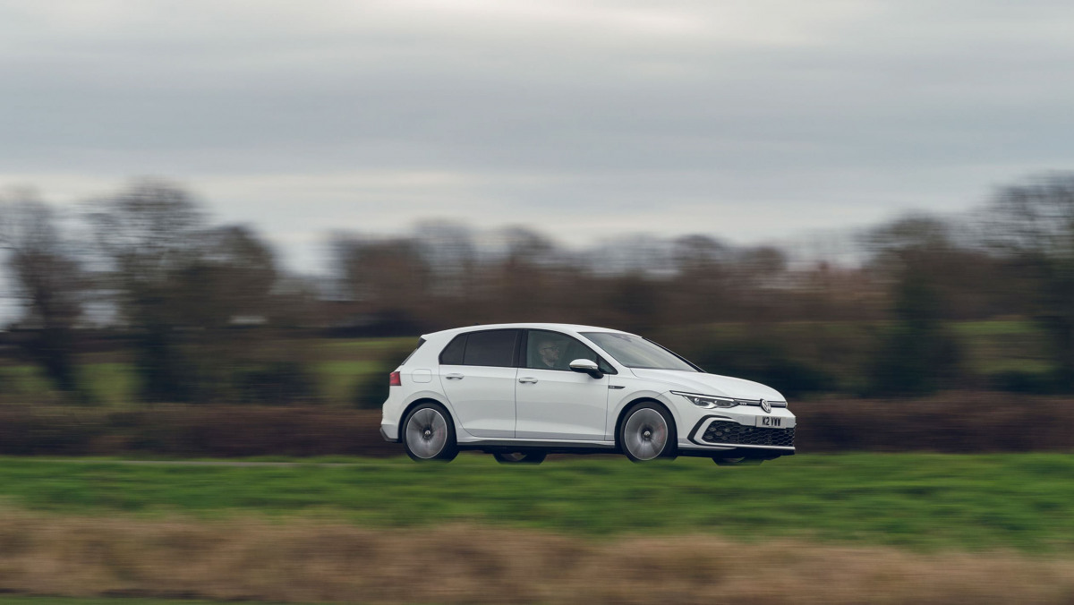 Volkswagen-Golf-GTD-2021-7