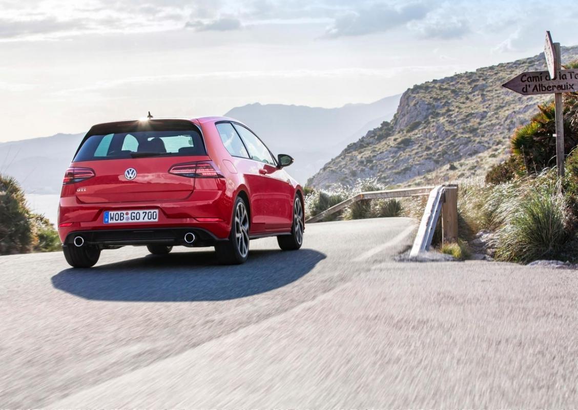 Volkswagen Golf GTI review-13