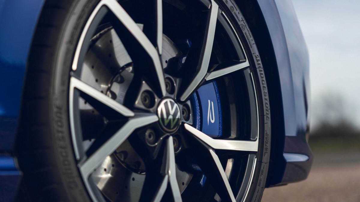 Volkswagen-Golf-R-2021-review-10