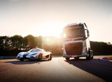 Volvo FH vs Koenigseg One:1 05