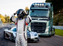Volvo FH vs Koenigseg One:1 01