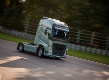 Volvo FH vs Koenigseg One:1 08