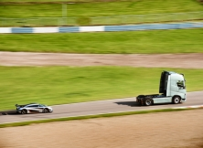 Volvo FH vs Koenigseg One:1 11