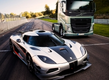 Volvo FH vs Koenigseg One:1 02