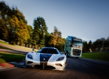 Volvo FH vs Koenigseg One:1 03