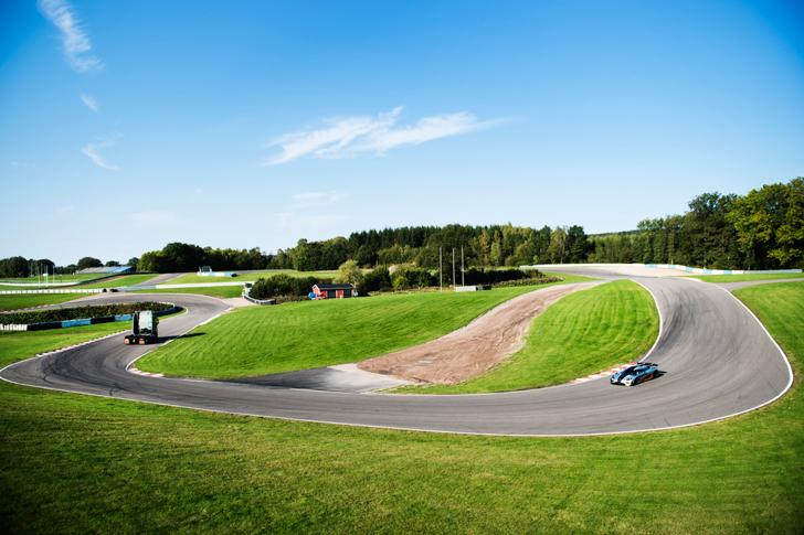 Volvo FH vs Koenigseg One:1 10