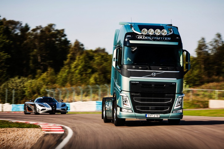 Volvo FH vs Koenigseg One:1 04